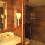 Bagno pulito doccia grande