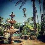Courtyard fountain & Pool