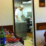 cucina a vista per apprezzare il modo di cucinare