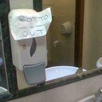 dispenser sapone mani rotto
