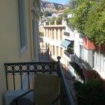 On y voit même l'Acropole de la terrasse
