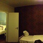Panoramica del apartamento para 3 px con dos camas.