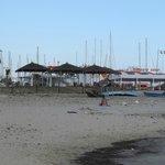 Вид на недострой, с другой стороны- соседство с пляжем 5-ки в Тунисе..