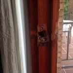 puerta del balcón que no cierra