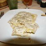 Ravioli con salsa de nueces y pimienta