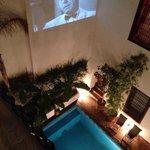 2階からの眺め。夜になるとカサブランカが上映されていました。
