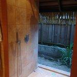 douche donnant sur l 'exterieur