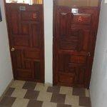 Uno de los pasillos, donde se encuentran las habitaciones