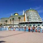 Hotel en een van de zwembaden