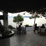 The beautiful common terrace with a fantastic view over the sea and Eigina