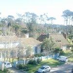 Vista do nosso quarto, a vizinhança do hotel.