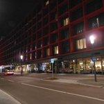O hotel à noite