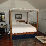 Four Poster King in cottage