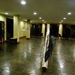 """Salon de la entrada principal del Hotel Rio Serrano"""""""