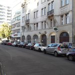 calle Hedemannstrasse y entrada al Pension Galerie