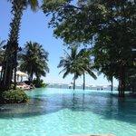 泳池與沙灘