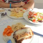 Гирос, мусака и греческий салат