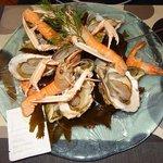 -Assiette de fruits de mer sur un lit d'algues