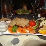 -Carpaccio de saumon et toasts chauds