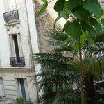 Вид во внутренний двор отеля