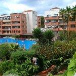 Вид на бассейны отеля