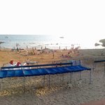 Пляж ( слева от отельного пляжа 300 м, если смотреть на море)