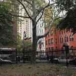 piccolo parco davanti all'hotel (pieno di scoiattoli!!)