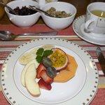Fresh fruit as a breakfast appetizer