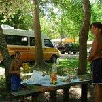 Almorzando en el Camping. También hay restaurant si uno lo prefiere.