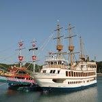 白色の遊覧船がパールクイーン、赤色は子供向け海王(海賊船)
