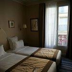 2 twin bedroom