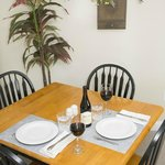 Lincoln Garden Apartment - indoor dining