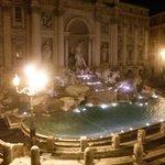 Fontana despejada de gente a la madrugada