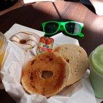 Petit déjeuner typique du Bagels & coffee