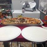 mezzo metro di pizza: vesù, trevigiana, diavola