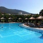piscine  située au niveau du restaurant extérieur.