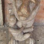 san lorenzo in lucina - leone all'ingresso