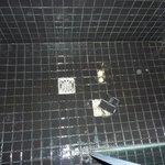 Piastrelle piatto doccia rotte