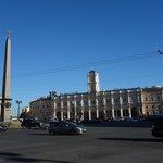 Plaza Vosstaniya con Obelisco de esquina