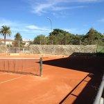 4pistas de tenis 4 pistas de padel y 2 campos de futbito