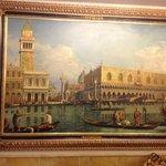 Картины в холле первого этажа