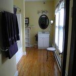 Pemaquid Room bathroom