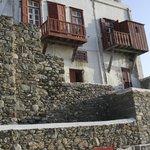 Balcones con incrustaciones de coral