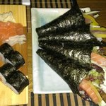 Temakis y makis de salmón.
