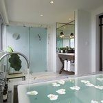King Suite Jacuzzi Tub