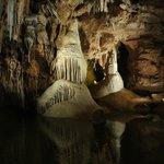 dans la grotte le bouddha