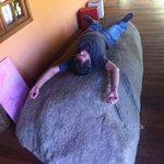 Varanda com uma pedra que meu marido disse ser boa p/coluna
