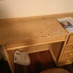 Brandflecken im Schreibtisch