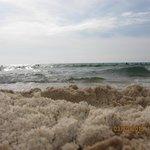 Песок в Тунисе похож на рассыпчатую халву.