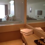 Baño con vista a la habitacion